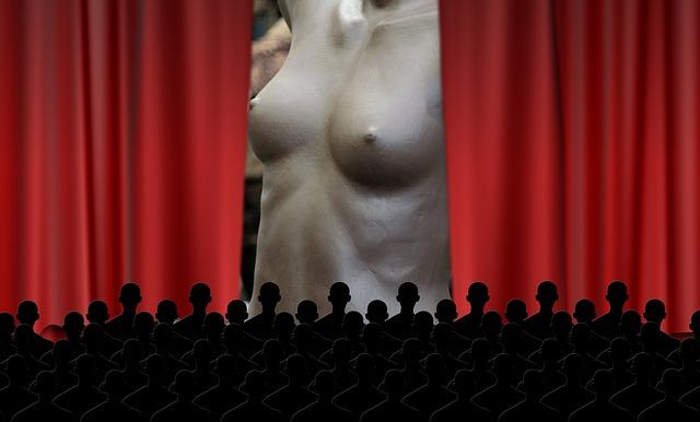 Театр голый фото